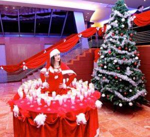 CHRISTMAS LIVING TABLES 300x274 1